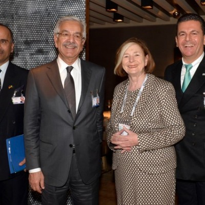 H.E. Ambassador Javed, H.E. Minister of Defence Asif, Honorary Consul Prof. Männle, Honorary Consul Dr. Poetis; (Photo: Schunk)