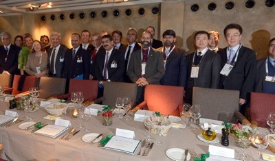 The distinguished guests of the Economy Talks 2015; (Photo: Schunk)